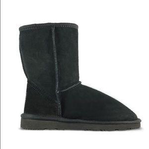 UGG   Black Classic Mid Natural Boots